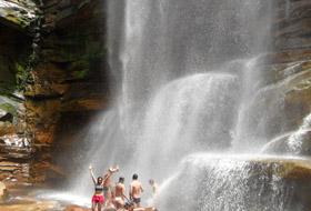 Cachoeira dos Mosquitos e Serra das Paridas